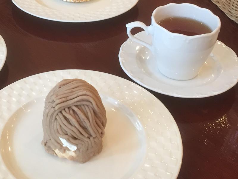 モンブランと焙じ茶のセット