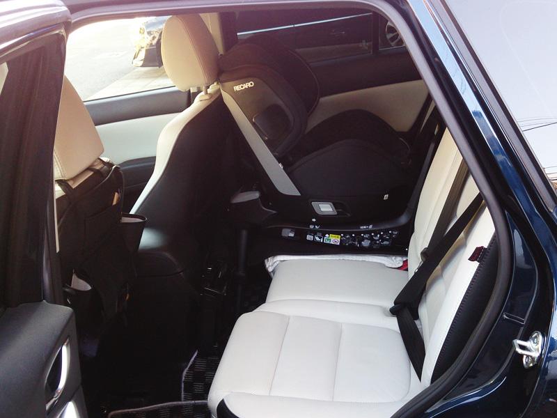 CX-5はチャイルドシート設置した状態でも広い