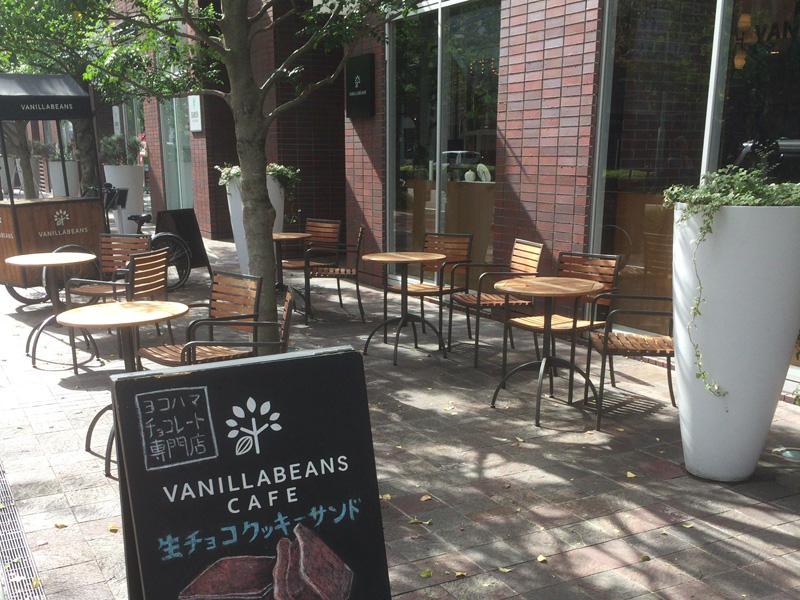 バニラビーンズの外カフェスペース