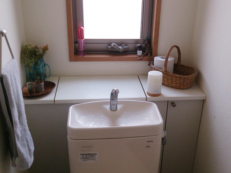 我が家でトイレに置いてランプ機能を活かしています