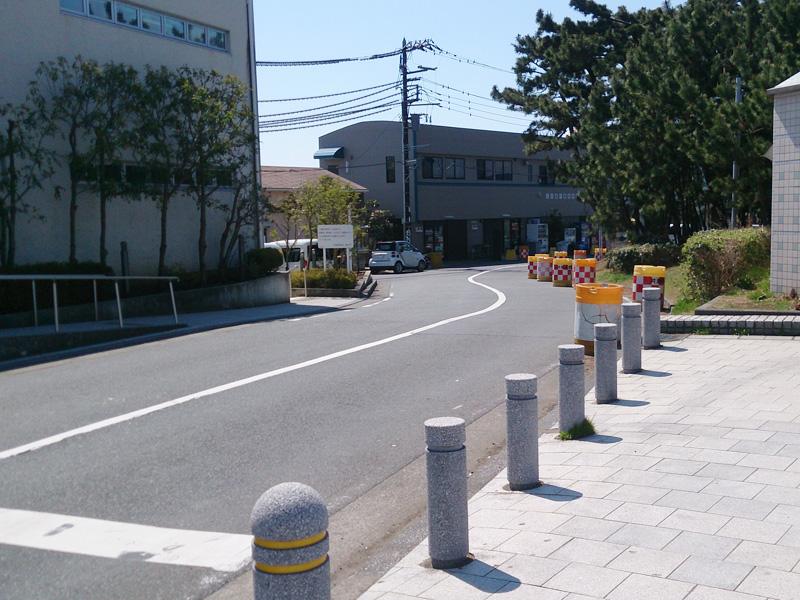 片瀬江ノ島駅入口を曲がると
