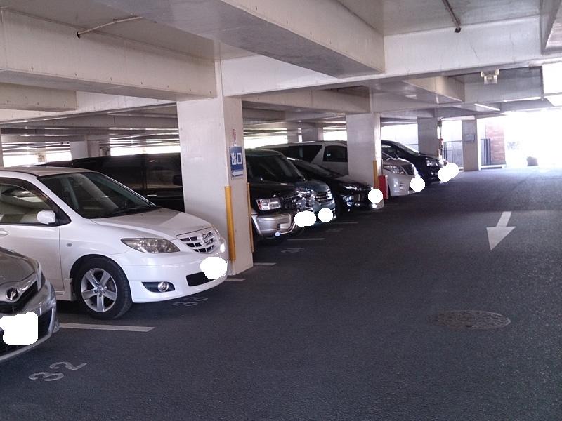 天井付きの駐車場も